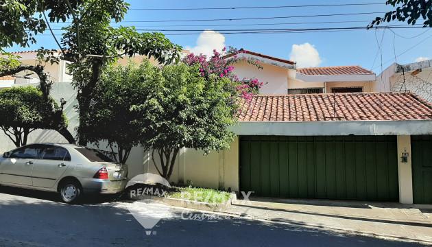 HOUSE FOR SELL IN URBANIZATION CUMBRES DE LA ESCALON