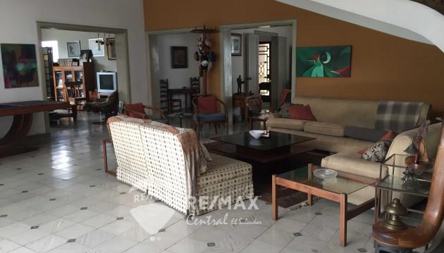HOUSE FOR SALE - SALVADOR DEL MUNDO ZONE