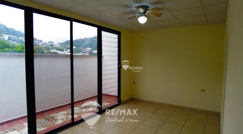 Remax real estate, El Salvador, Nuevo Cuscatlan, For rent, nice second level apartment, with garden, in Condado Santa Elena