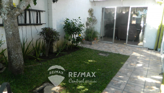 COMPLETELY REMODELED HOUSE IN BUENA VISTA RESIDENTIAL, SANTA TECLA