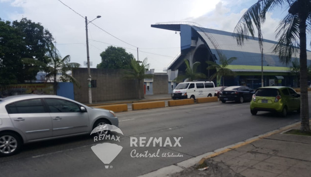 OFFICE AND LAND IN 49 AVENIDA SUR