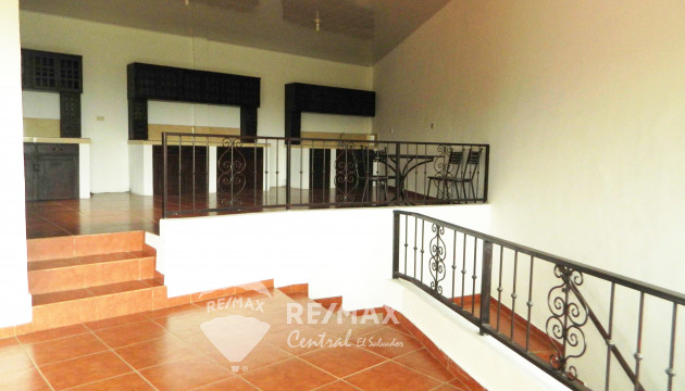 BEAUTIFUL HOUSE FOR RENT TO RELEASE IN PRIVATE IN LOS PLANES DE RENDEROS