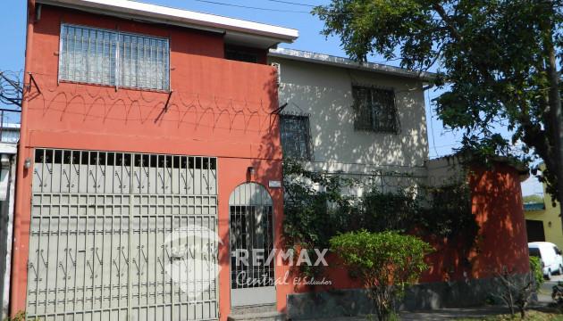 Casa en Venta Colonia Las Palmeras, Santa Tecla