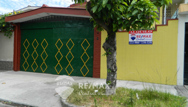 HOUSE FOR RENT IN COLONIA LAYCO
