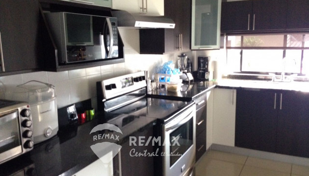 HOUSE FOR SALE IN RESIDENTIAL VIA DEL MAR