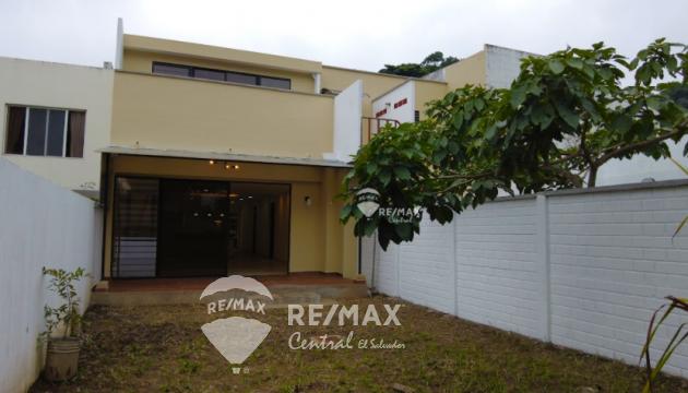 En alquiler amplio apartamento en primer nivel en Condado Santa Elena