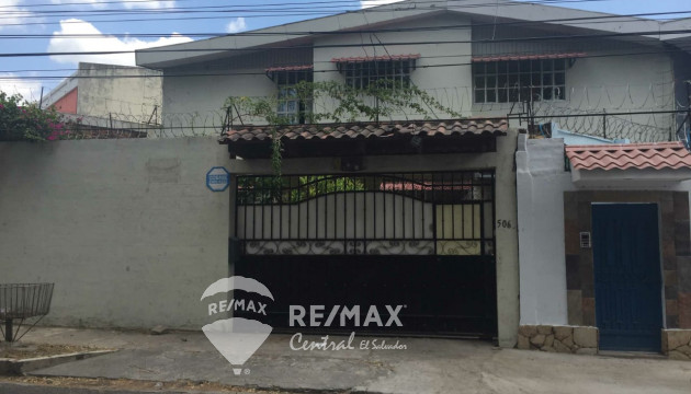 House in Col. Escalon Frente a Colegio Maya